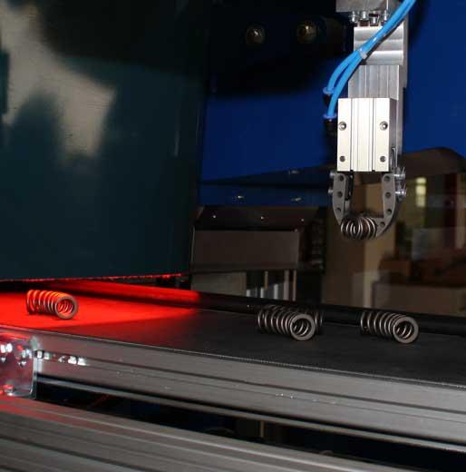 Werkstückvereinzelung durch Roboteranwendung im Line-Tracking-Verfahren