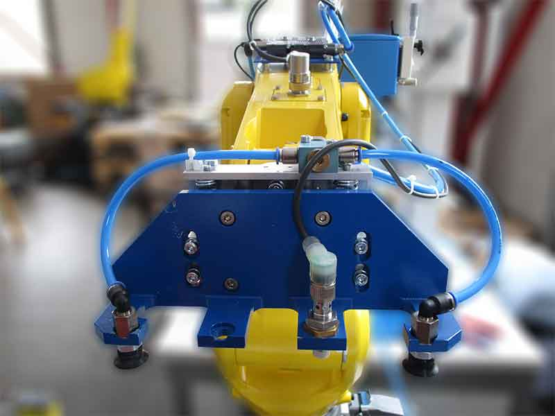 Robot gripper for automated quality control