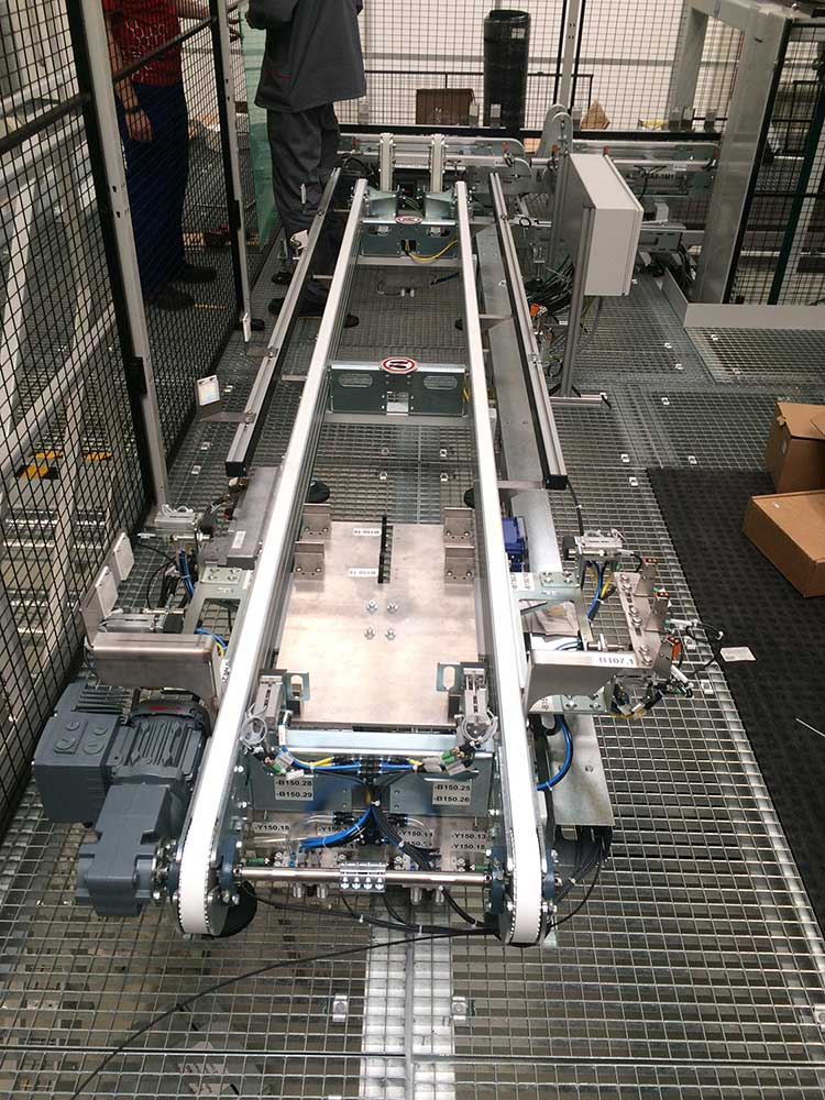 Timing belt conveyor Rinsing room with alignment station