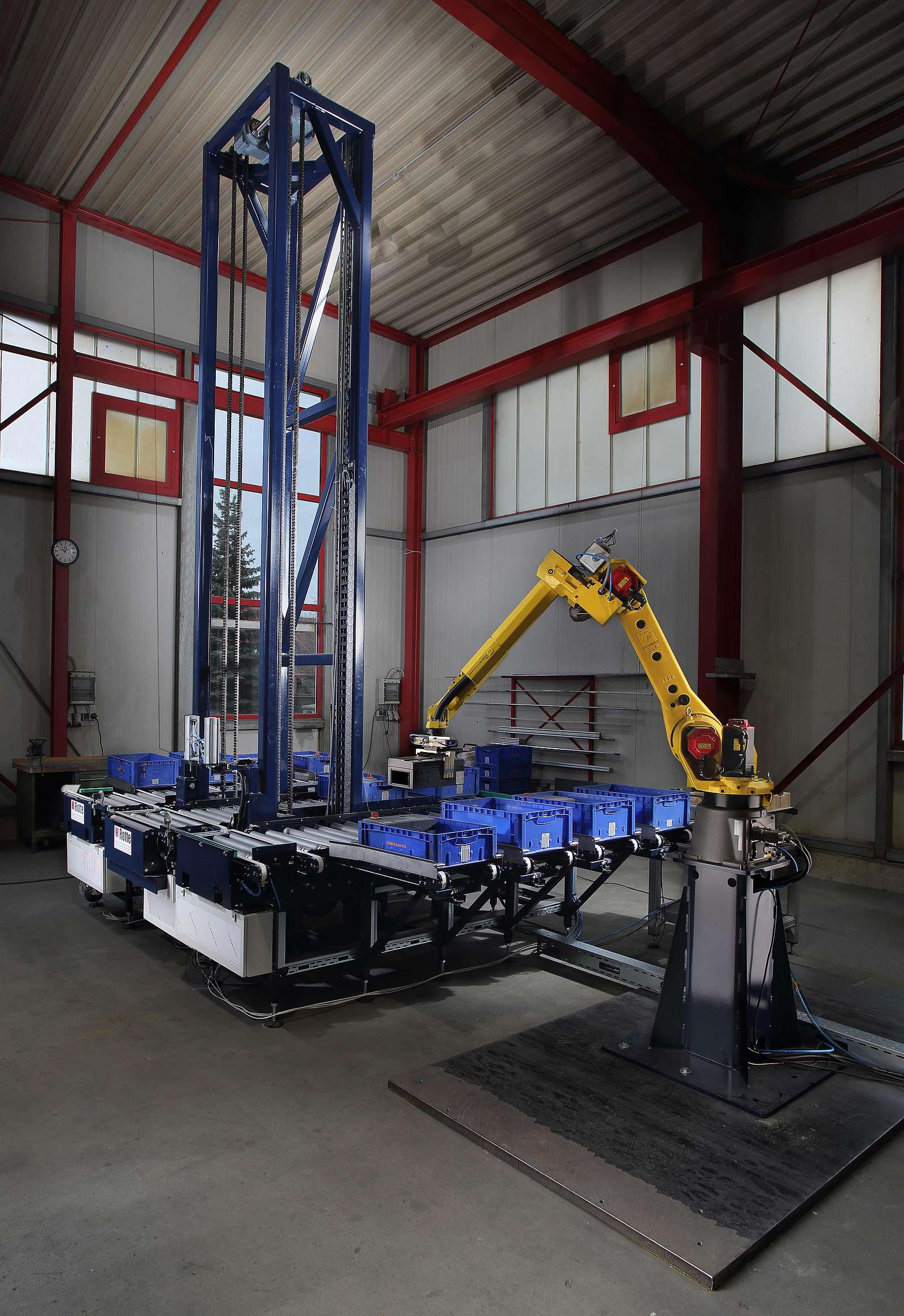 Fully automated depositing of products in KLT with connected conveyor system for storing the filled small load carriers