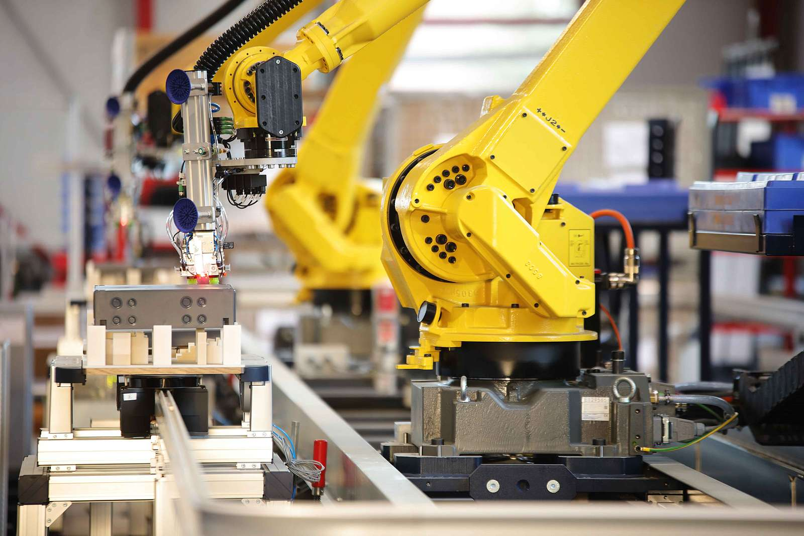 Robot automated provisioning on workpiece carriers