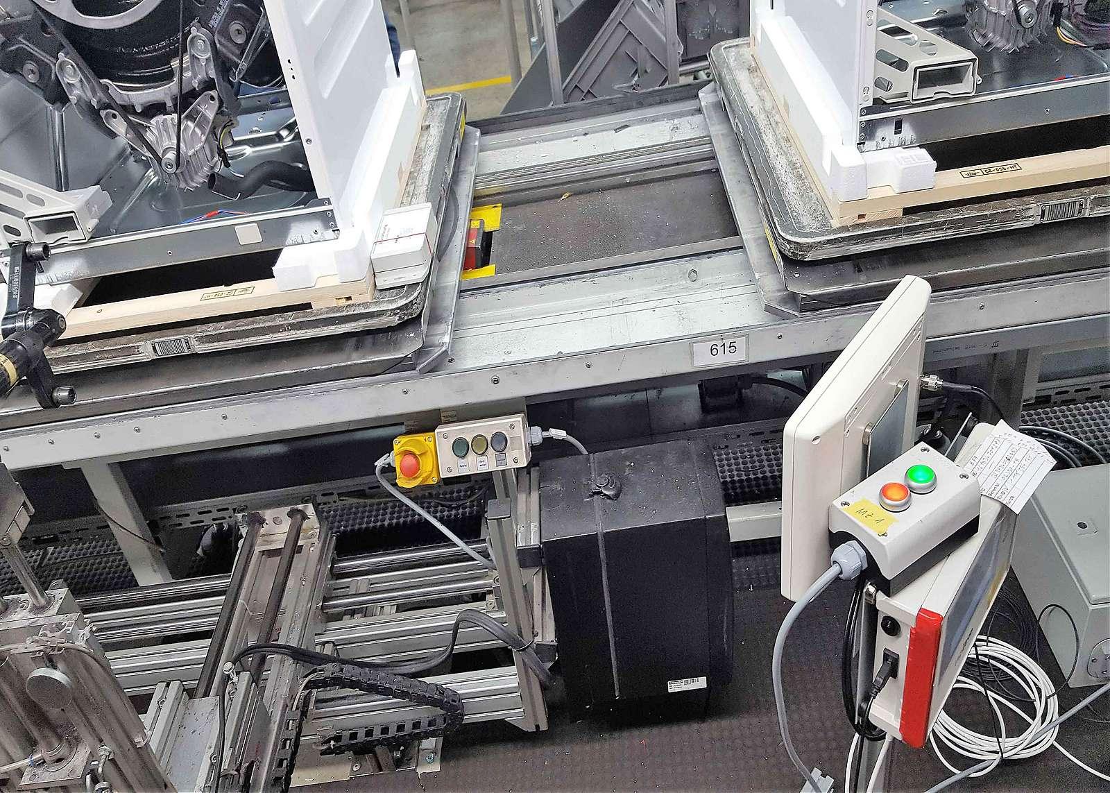 Intelligenter Sensor in der Produktion von Waschaggregaten gehören zum Konzept Industrie 4.0