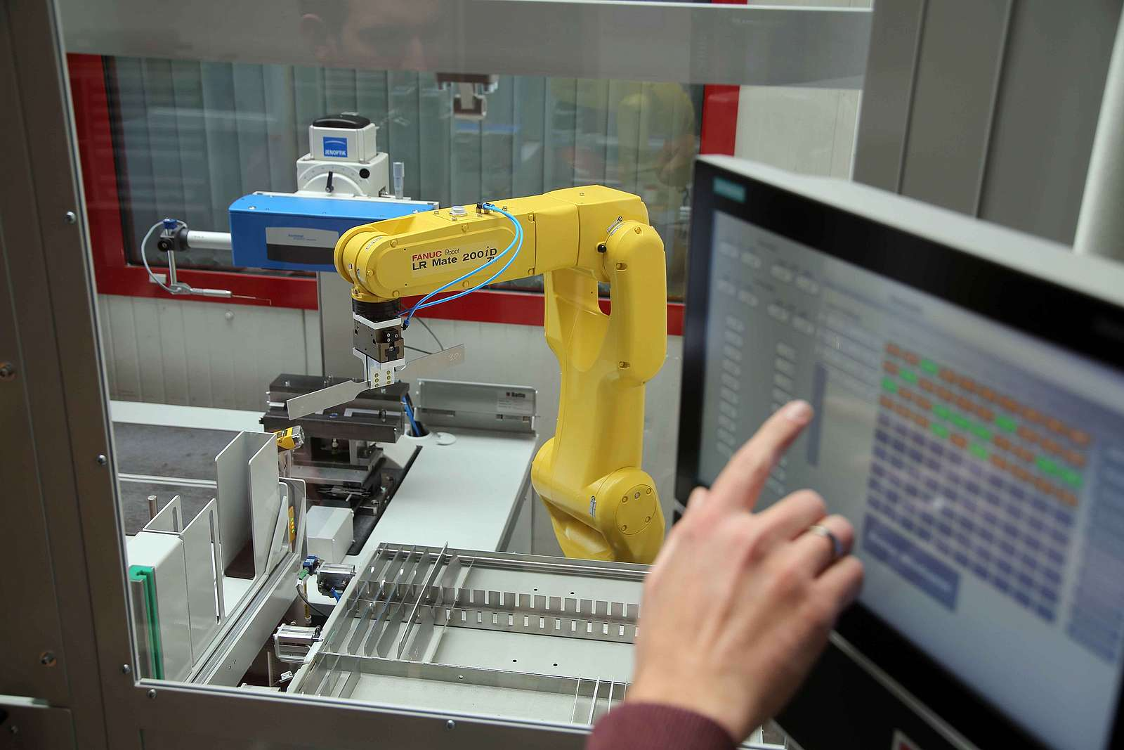 Automation Measuring technology Robot grippers