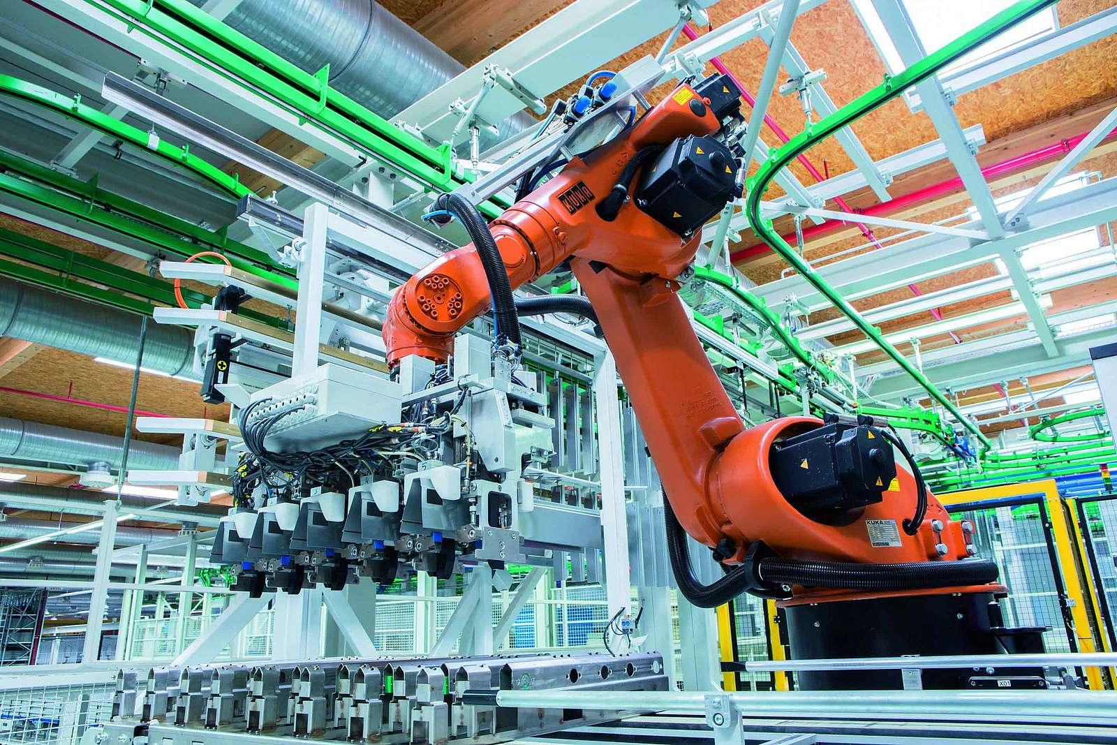 Durch die Förderung konnten in der Automatisierungstechnik neue digitale Lösungen erarbeitet werden. Das Spektrum reicht von intelligenten Steuerungen und Antrieben über Data Analytics, durchgängige Datennutzung bis hin zur kollaborativer Robotik