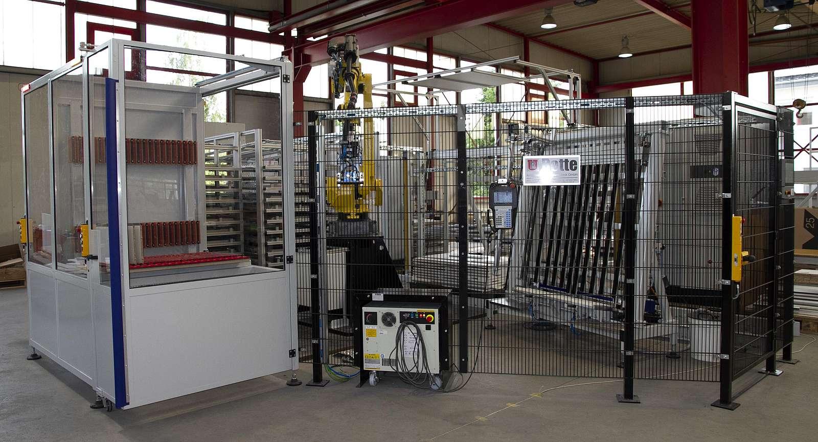 Roboterzelle zur automatisierten Montage von Griffleisten