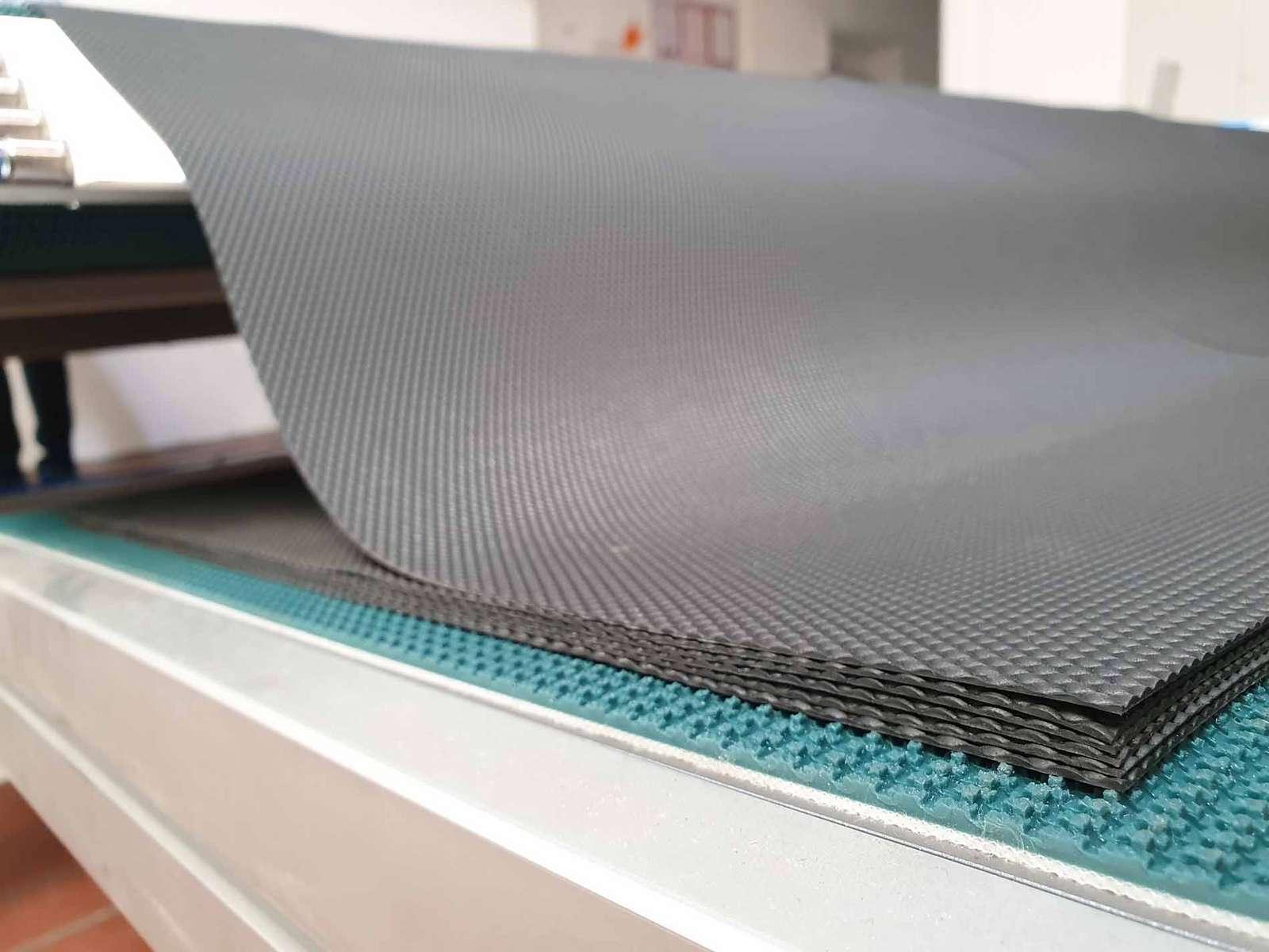Automatisches Stapeln von Folienzuschnitten
