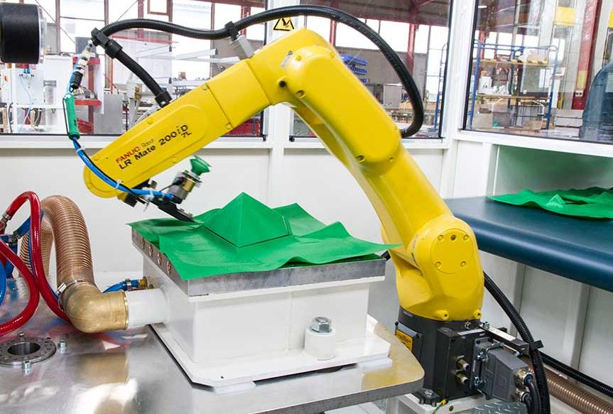 Roboterautomatisiertes_Schneiden_von_Dichtvlies